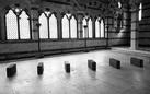 "Richard Nonas. ""… As light through fog …"". Architectural memory pierced by art"